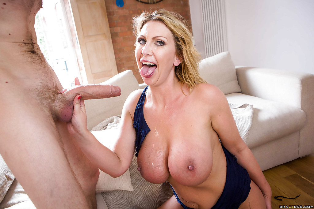 Leigh Darby Fat Tits HotScope 1